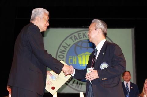 日本国際テコンドー協会 黄進(ファン・ジン)首席師賢が、国際テコンドー連盟(ITF)総会にて、テコンドー最高段位である9段に昇段され、さらに、師聖(サソン)に任命されました。